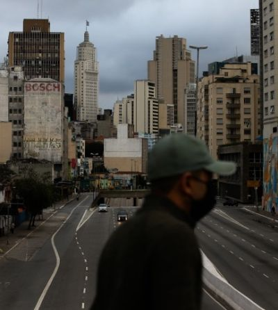 Brasil lidera taxa de contágio por coronavírus, diz estudo; SP vai endurecer quarentena