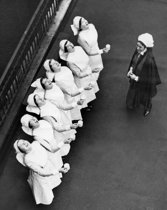 7 enfermeiras gargarejando