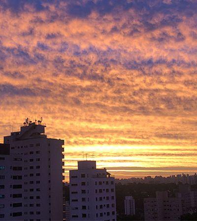 São Paulo: o laranja meio lilás que coloriu o céu no fim de tarde da cidade cinza