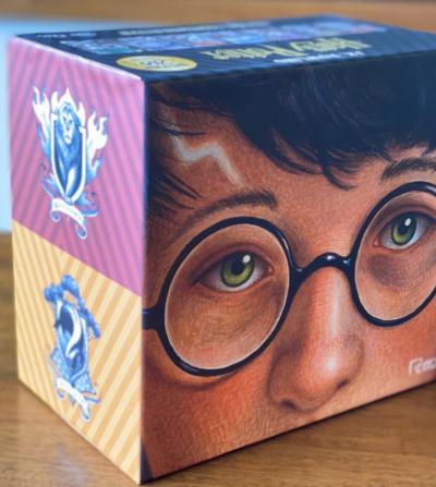 'Harry Potter' relança livros projetados por designer famoso em box especial de 20 anos