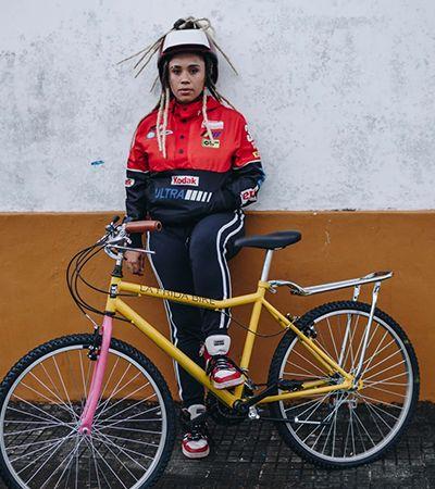 Ativistas do pedal feminino negro emprestam bikes para quem precisa trabalhar na pandemia