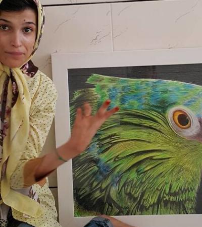 Artista deficiente inspira com sua força de vontade e pinta incríveis quadros com os pés