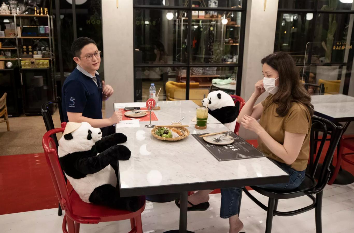 bonecos em restaurantes 4