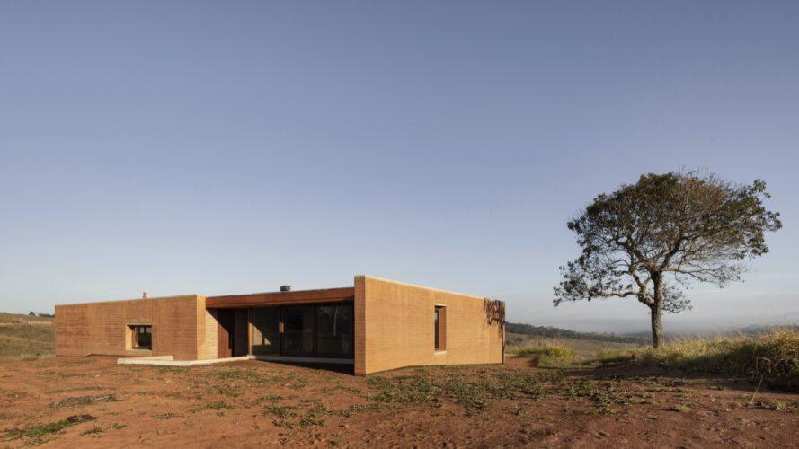 casa enterrada Cunha 2