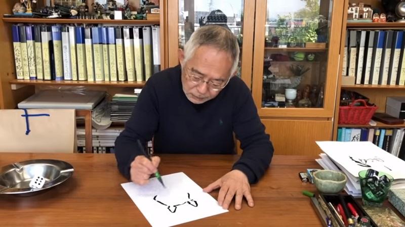 Toshio Suzuki mostra como desenhar Totoro