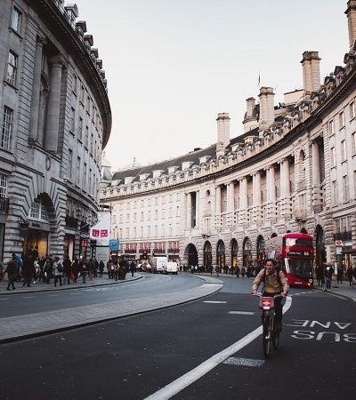 Londres vai proibir carros no centro e abrir ruas para pedestres e ciclistas