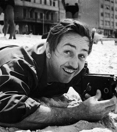 Fotos raras de Walt Disney nos anos 1940 revelam o homem por trás do legado