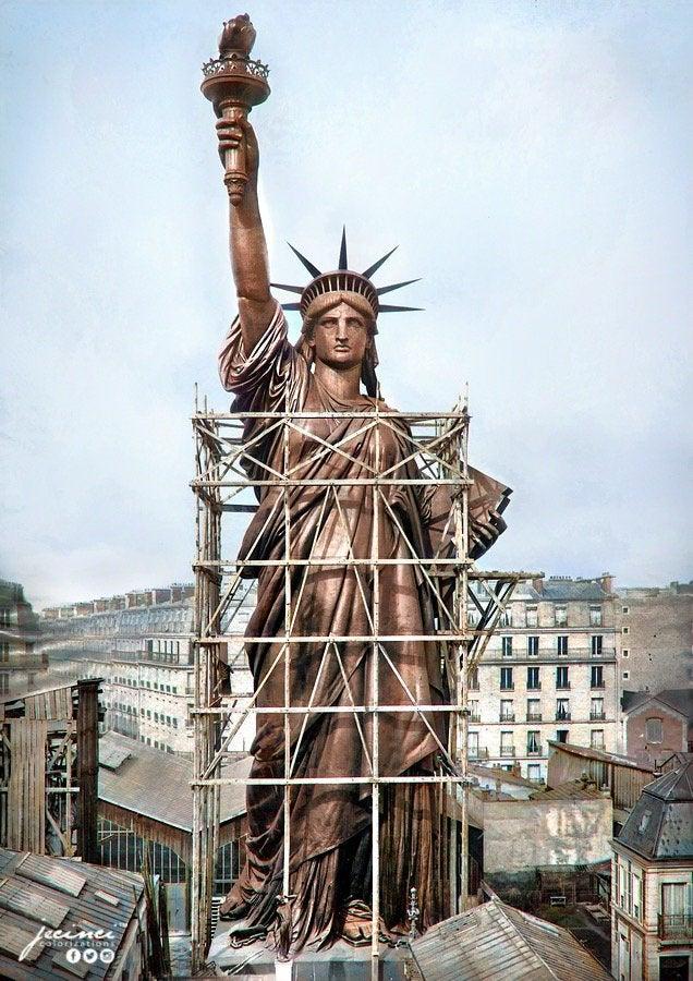 Estátua da Liberdade em 1886 na cor marrom