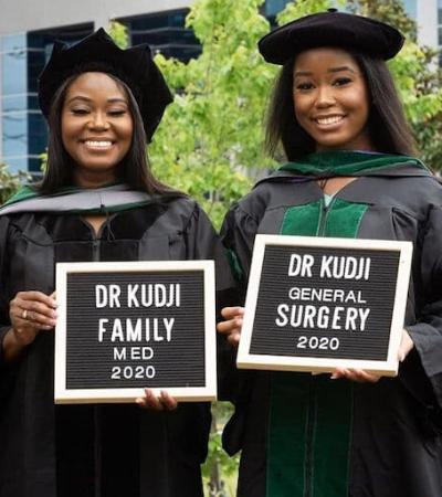 Mãe e filha se formam ao mesmo tempo em Medicina e começam a trabalhar no mesmo hospital