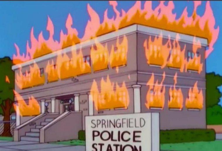 """Estação de polícia pegando fogo em """"Os Simpsons"""""""