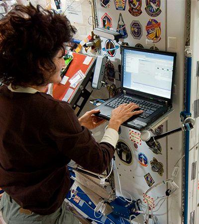 Wi-fi no espaço passa por satélite instalado a 35 mil km de altitude na órbita da Terra