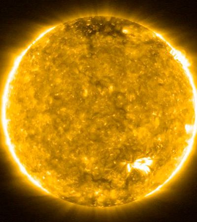 """Imagens inéditas de sonda da Nasa mostram """"fogueiras"""" na superfície do Sol"""