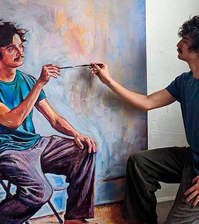 Artista faz pinturas de si mesmo pintando a si mesmo enquanto pinta a si mesmo
