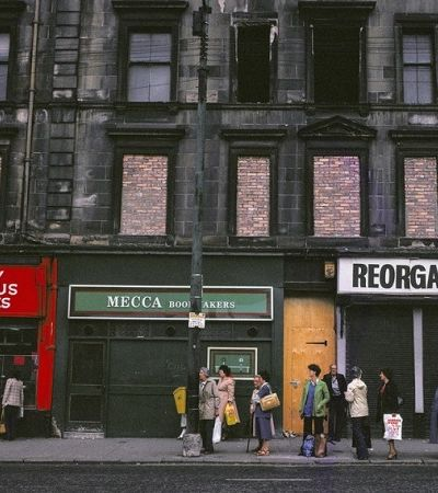 Ensaio mostra pobreza da classe trabalhadora de Glasgow na era Margaret Thatcher