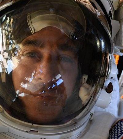 NASA mostra o que acontece se um astronauta deixa cair algo no espaço
