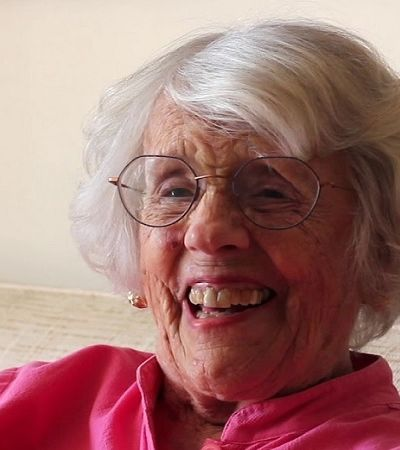 A história da mulher que publicou seu primeiro livro de poesia aos 101 anos