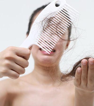 Como a Covid-19 afeta o cabelo dos infectados; pessoas relatam queda massiva