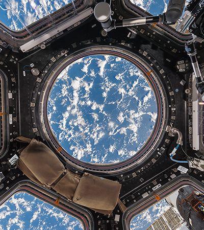 Astronauta e fotógrafo documentam a vida na estação espacial em novo livro