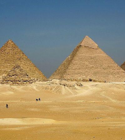 Qual é o problema de Elon Musk falar que as pirâmides do Egito foram construídas por ETs?
