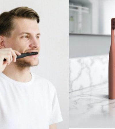 Escova de dentes elétrica vibra ao encontrar partes da boca que não foram limpas