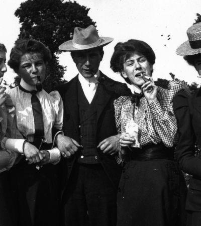 Liberdade ou prisão? A controversa construção do tabagismo feminino