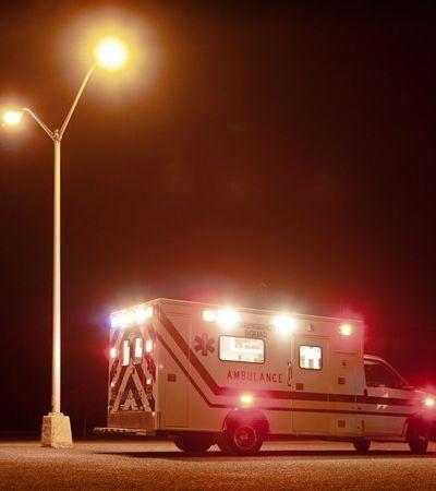 Mulher infectada com coronavírus é estuprada por paramédico em ambulância