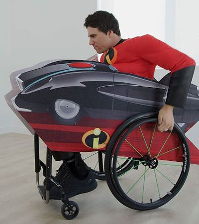 Disney lança fantasias adaptadas e até cadeiras de rodas temáticas para crianças com deficiências físicas