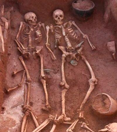 A ossada de casal de guerreiros enterrado ao lado de serviçal e suas armas há mais de 2 mil anos