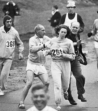 Kathrine Switzer, a maratonista que foi agredida por ser a primeira mulher a correr a Maratona de Boston