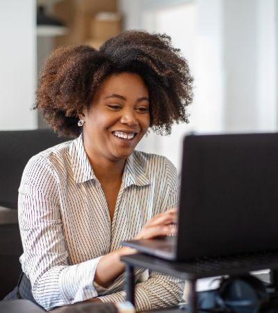 Afro Presença facilita inclusão de universitárias negras e negros no mercado de trabalho