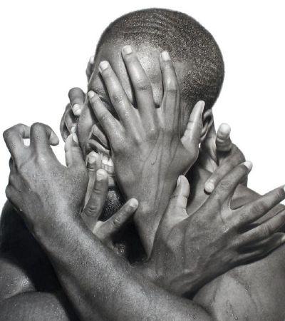 Os desenhos de Arinze Stanley expressam a angústia de ser negro no século 21