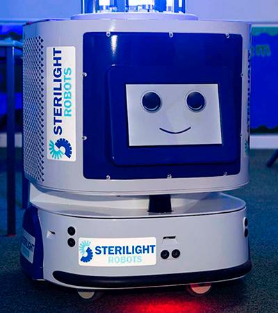 Escola adota robô ultravioleta para higienizar salas de aula