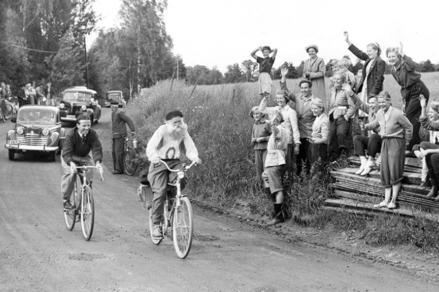 Foto de Gustaf Håkansson durante a corrida de uma milha, em 1951