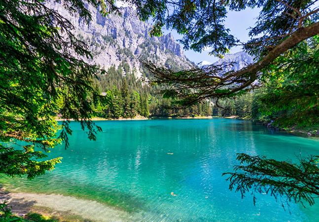 """O incrível lago na Áustria que todo ano cobre um parque com suas águas e em seguida """"desaparece"""""""