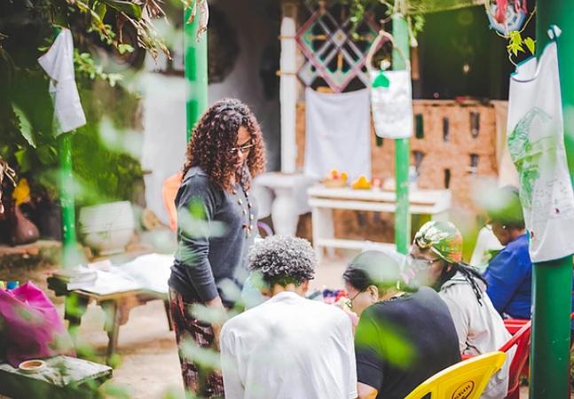 Coletivo de mulheres oferece oficinas gratuitas de iorubá e guarani