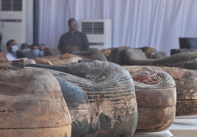 Egito anuncia descoberta de 59 sarcófagos de mais de 2,5 mil anos; veja imagens