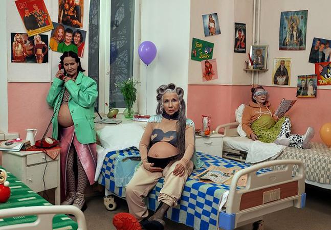Velhas grávidas: Anna Radchenko combate etarismo com ensaio fotográfico 'Avós'