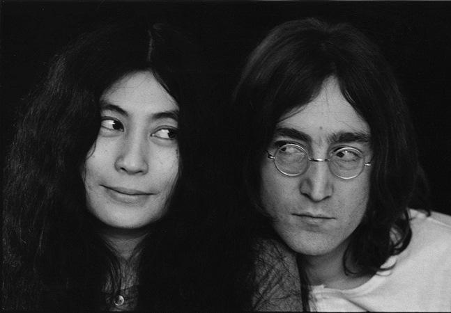 Yoko processa assistente de Lennon em 850 mil por revelar vida íntima do artista em entrevista