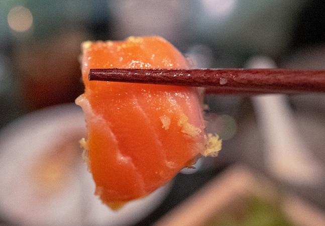 O salmão consumido no Brasil está acabando com a costa chilena