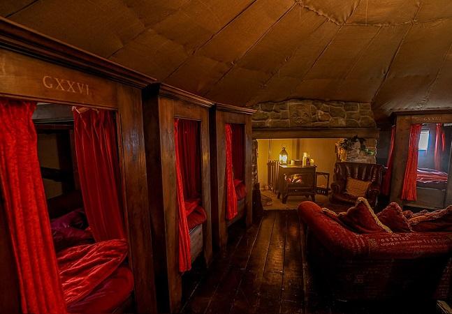 Nesta pousada você pode dormir na casa de Hagrid, na ala da Grifinória ou até numa casa de Hobbit