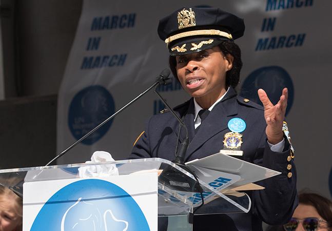 Juanita Holmes: mulher negra é nomeada para principal cargo da polícia de NY