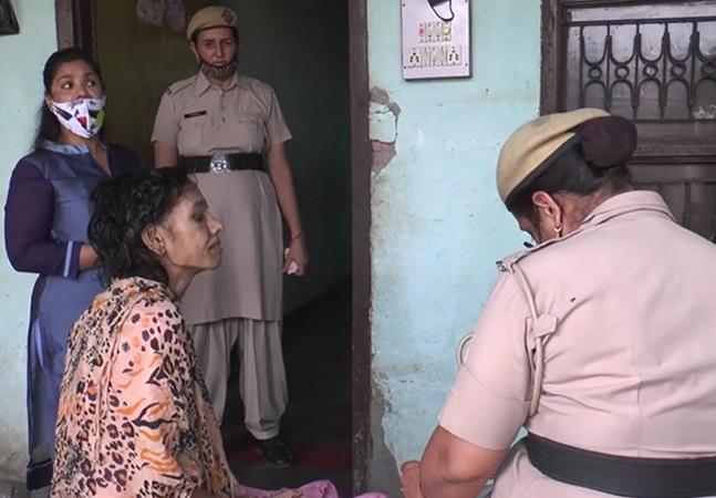 Mulher é resgatada após um ano e meio presa por marido no banheiro
