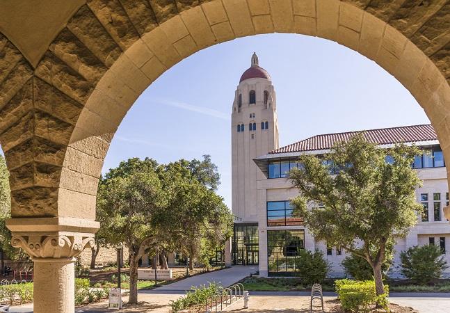 Universidade de Stanford oferece 33 cursos gratuitos para fazer online