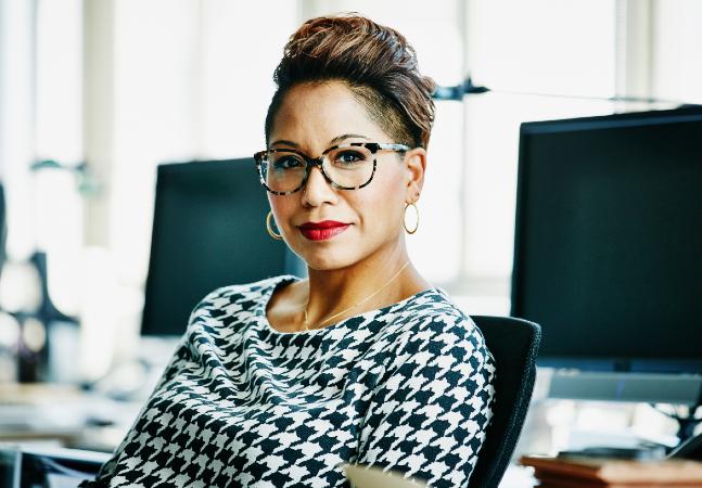 Apenas 2% das mulheres negras empregadas ocupam cargos de diretoria, aponta pesquisa
