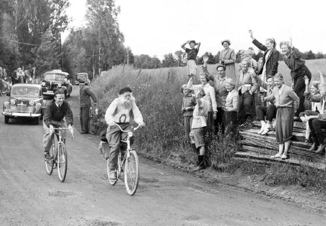 Gustaf Håkansson, o 'vovô de aço' que venceu uma corrida de bike de 1.600 Km