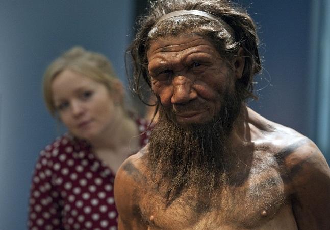 Risco de gravidade da Covid-19 triplica devido a genes de neandertais, aponta estudo