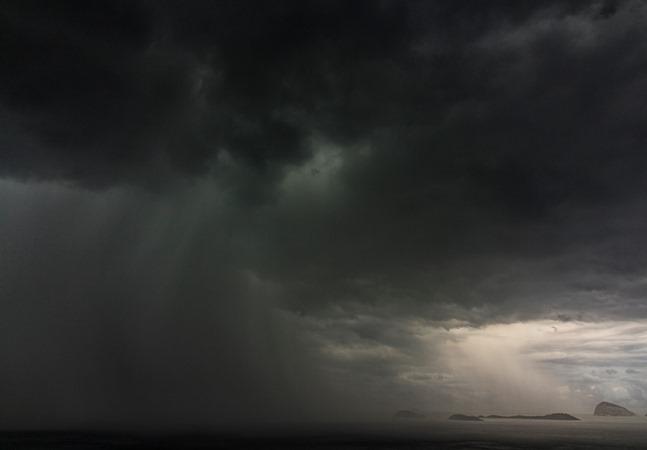 Ciclone no litoral brasileiro pode causar tempestades em 9 estados; confira
