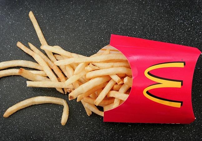 McDonald's oferece batata frita grátis a clientes que comprarem no drive thru