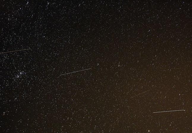 Céu de outubro terá chuva de meteoros orionídeos e lua azul