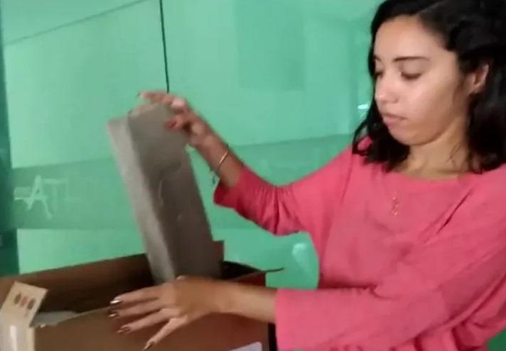 Estudante recebe pedaço de madeira ao invés de computador comprado online